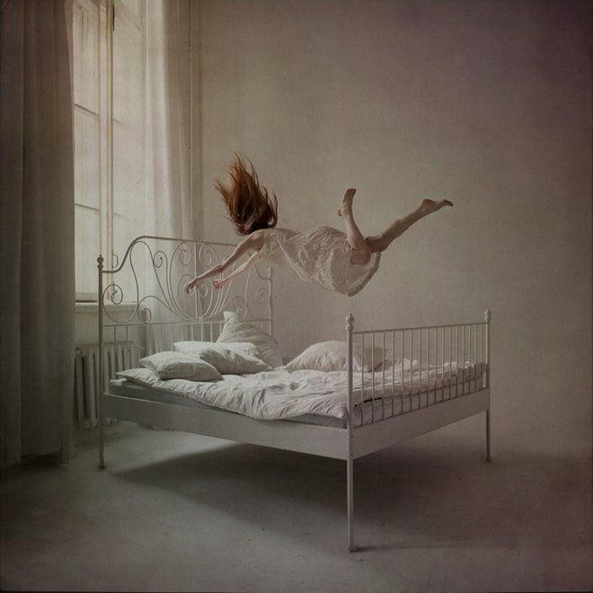 "Beautiful realization of the Russian artist and photographer Anka Zhuravleva who staged young women in imaginary situations defying all laws of gravity, a small spotlight on ""Distorted Gravity"", an amazing series of pictures you will travel in a strange and fantastic world."