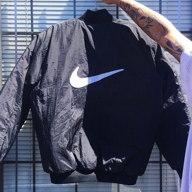 Vintage Nike swoosh logo puffer jacket