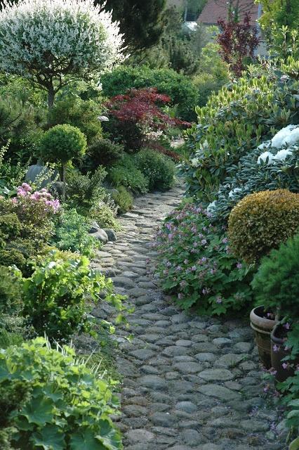 http://Havetid.blogspot.com ...stone pathway