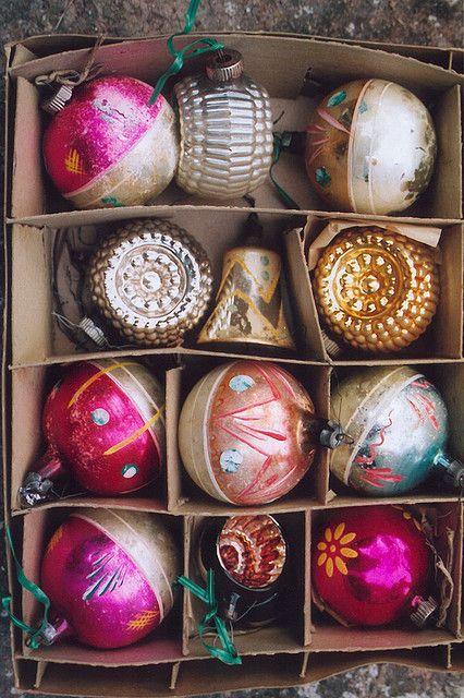 vintage ornamentsReminds me of my childhood...Me recuerdan a los adornos de navidad de mi arbol de la infancia