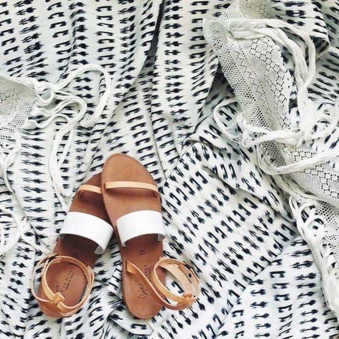 sandales beiges plates design contemporain, sandales blanches