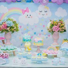 Bom dia seguidores, voltamos com todo gás!! No começo desta semana tivemos uma festinha na escola!! Nossa princesa Lara fez 4 anos e fizemos essa decoração para comemorar com muito amor esses 4 anos de alegria que essa pessoinha nos transmite!! Então vamos as fotos!! O tema foi Chuva de Amor!! Ficha técnica: Decoração: @momentize_ Personalizados: @momentize_ Painel: @grand_decore  Peças: @grand_decore  Bolos: @marinavilarinhobolos flores: @natuartefloresefestas  balões…