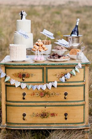 Lovely DIY Wedding Bunting and Garland Ideas. Perfect for displaying your fizz, cake & sweet treats!
