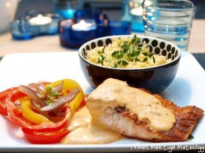 » Laks med risoni, stekte grønnsaker og pestokrem