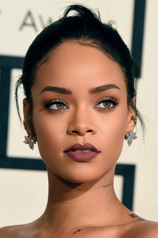 Rihanna -  #Makeup  #f #tutorial #skin #brown #olive  #maquiagem #vaidade #inspiração #peles #negras #morenas #oliva #wine #lip