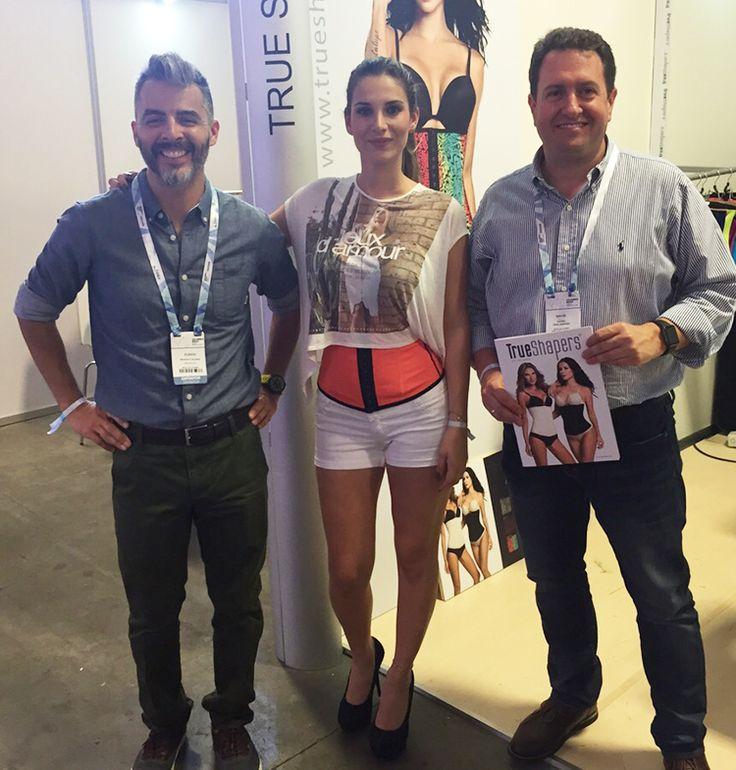 Nuestro representante de ventas en mexico y  Colombia, acompañando a nuestra modelo en #Colombiamoda 2015