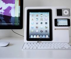 I'm a mac, not a pc: Iphone 4S, Clean Design, Mp3 Players, Diy Desks, Apple, Ipod, Display Stands, Mac Products, Charging Stations
