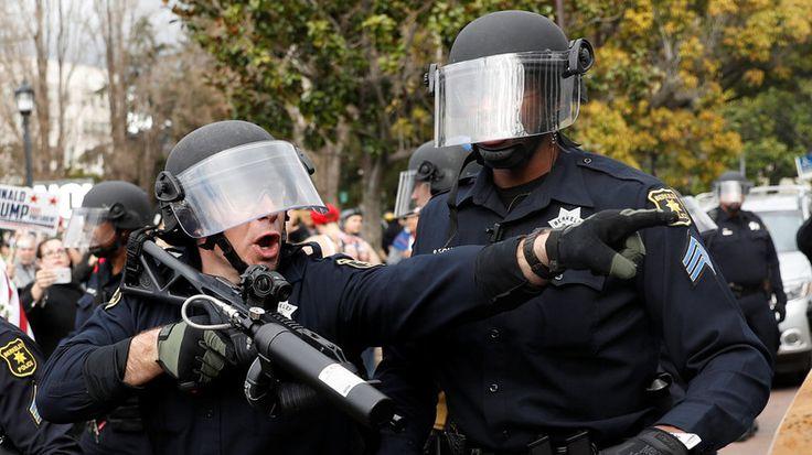 Das Außenministerium der USA witterte, dass es gegen einen Einsatz der Polizei in Moskau protestiert. Dieser Schuss ging nach hinten los: Die Twitter-Gemeinde nutzte die Chance, um auf Übergriffe der Polizei gegen Black Lives Matter, Occupy Wall Street und andere Proteste in den USA hinzuweisen.