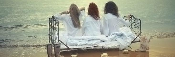 One True Threesome | Mix twee vrouwen en hun verloving met een portie Tinder. Is alles goed op smaak? Voeg er dan een vrouw aan toe. Maak het geheel af met wat vroege voorjaarszon en een serie zomerse nachten. Stir well.