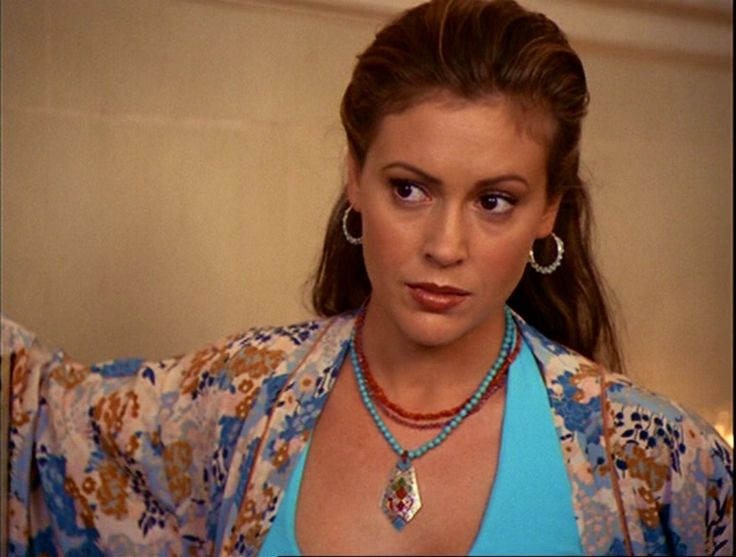 Phoebe in Charmed again part 2. I think out of all the seasons this was my favorite outfit of hers. That blue looks gorgeous on her.