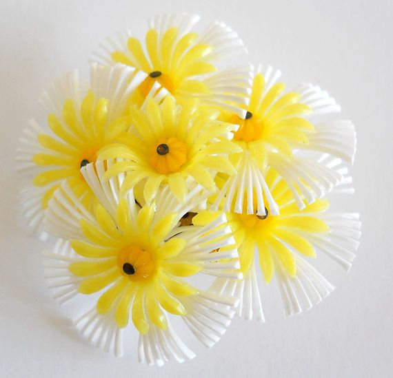 Vintage Daisy Clusters Brooch  1960s Plastic Pin