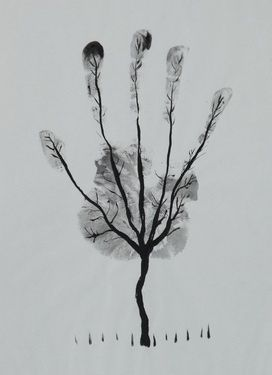 Handprint tree-use a nice big piece of paper & add a handprint on each birthday till there is a forest of hands. The blades ... pinned with #Bazaart - www.bazaart.me