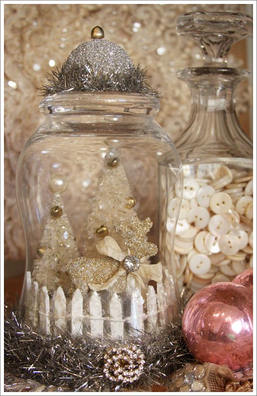 gorgeous cloche: Glasses, Picket Fence, Brushes Trees, Snow Globes, White Christmas, Bottle Brushes, Buttons, Christmas Decor, Jars
