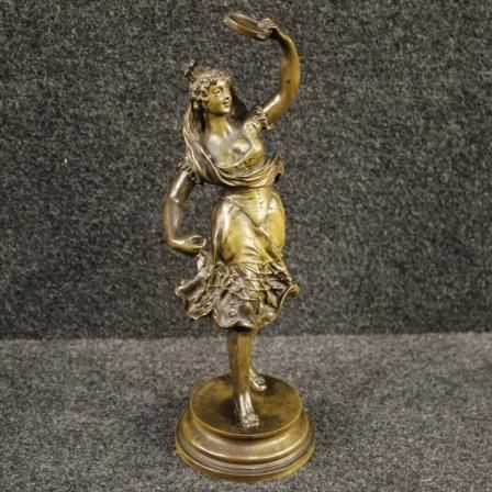 600€ Bronze sculpture Spanish dancer signed Kingsburger. Visit our website www.parino.it #antiques #antiquariato #art #antiquities #antiquario #sculpture #statue #metal #decorative #interiordesign #homedecoration #antiqueshop #antiquestore #bronze #girl #dancer #spanish
