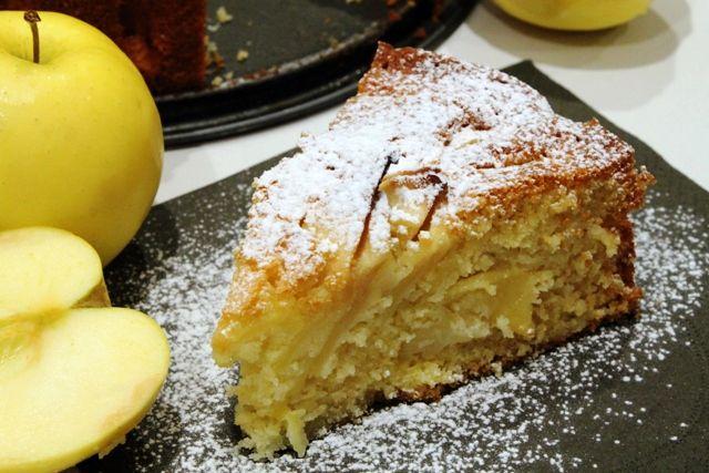 Questa che vi propongo oggi è una torta di mele che sa di tradizione...come quelle che preparano le nonne trentine :)