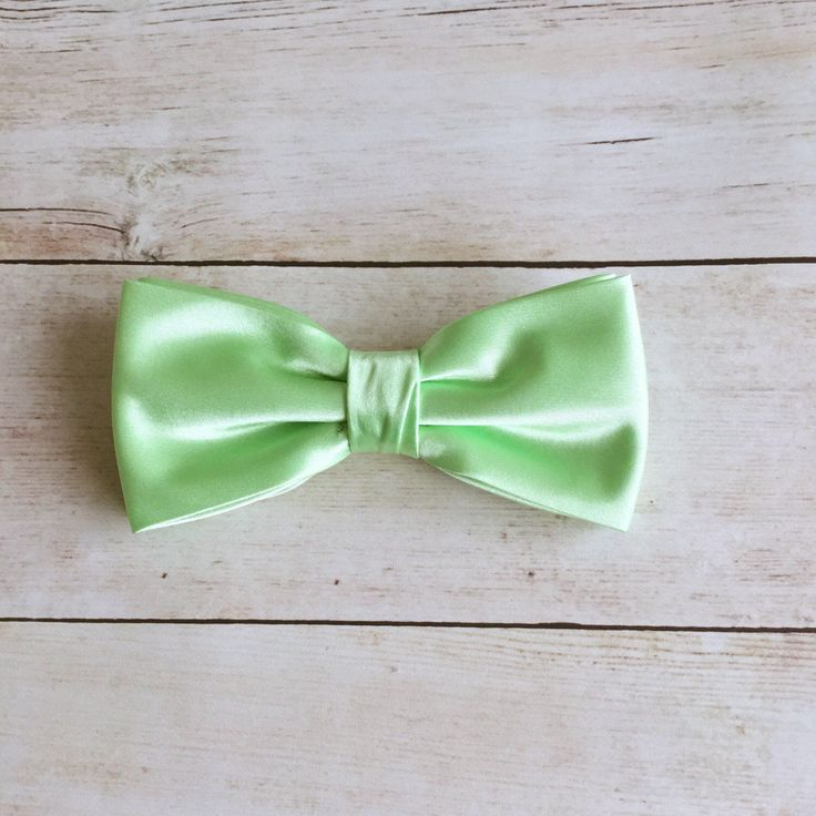 Apple Green Bow Tie, Plain Pale Green Bow Tie, Mens Bow Tie, Solid Satin Bow Tie, Bow Tie for Men, Bow Tie for Wedding, Groomsmen Bow tie by GloiberryBowtie on Etsy https://www.etsy.com/uk/listing/503783970/apple-green-bow-tie-plain-pale-green-bow