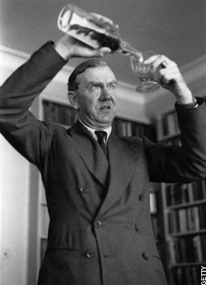 Apart from being one of the most interesting writers of the 20th century on the psychological motivations of human behaviour, Graham Greene (1904-1991) is interesting to for what he says on the therapeutic value o f writing, and is worth consulting when thinking about journal-writing.