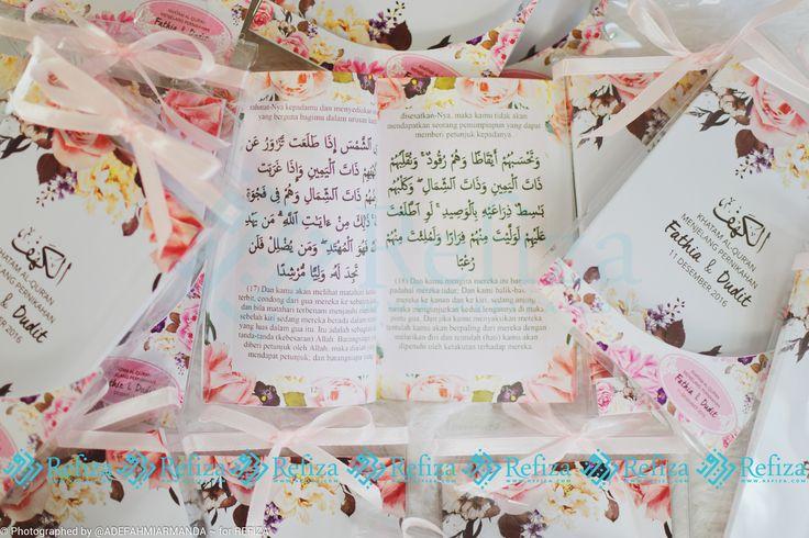 Lengkapi segala acaramu dengan Souvenir Al-Kahfi dari Refiza. Motif cover bisa dicustom sesuai keinganan dan sudah dilengkapi dengan kemasan mika, pita dan stiker