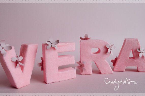Lettere 3D in cartone rivestite con sabbia colorata