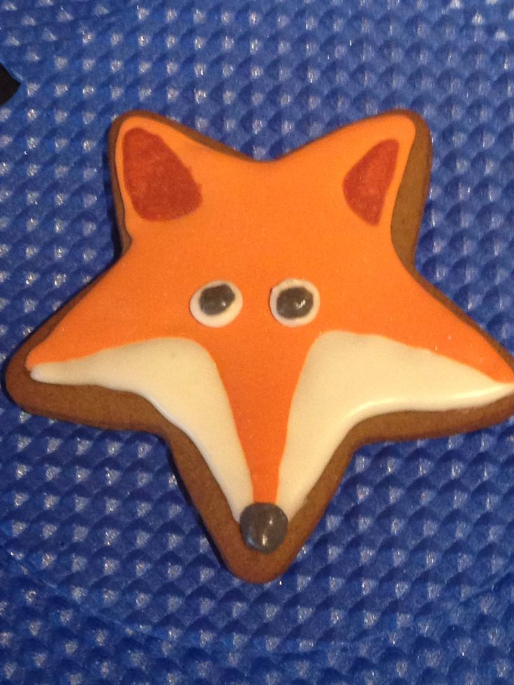 12 Fantastic fox iced biscuit by IcedMonkies on Etsy https://www.etsy.com/listing/515967844/12-fantastic-fox-iced-biscuit