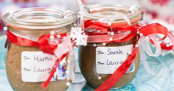 Spekulatius-Creme ist der Allrounder unter den DIY-Rezeptideen. Sie schmeckt als Brotaufstrich, lässt sich super in Desserts verarbeiten und ist das perfekte Weihnachtsgeschenk…