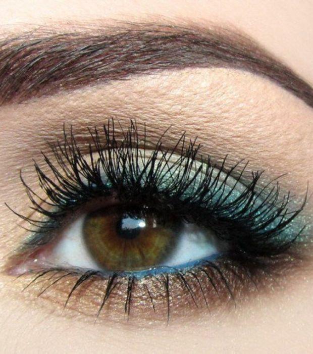 20 idées de maquillages pour sublimer les yeux marrons : dégradé de bleus