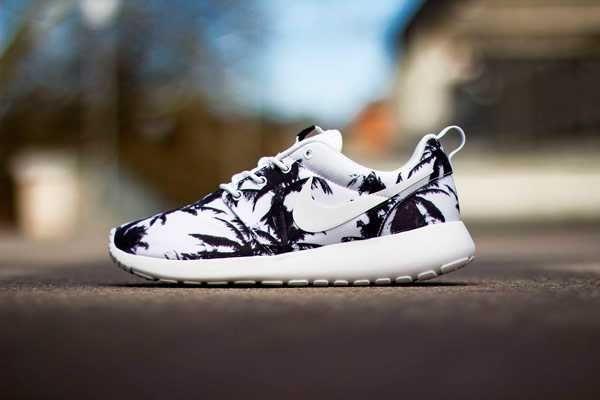 Comfortable Nike Roshe Run Yeezy Womens Palm Trees White Oultet