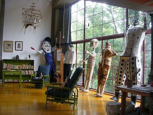 Casa Estudio Diego Rivera y Frida Kahlo. Localizado al sur de la Ciudad de México, el Museo Casa Estudio Diego Rivera y Frida Kahlo es uno de los hitos culturales más importantes del siglo XX. El arquitecto Juan O'Gorman( fue influenciado en ese tiempo por Le Corbusier)  fue el encargado de diseñar, en 1931, una casa para Frida y otra para Diego, con su propio estudio cada una. El trabajo de construcción terminó en 1932 y no fue hasta dos años más tarde que la pareja habitó el recinto