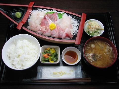 さらに豪華な満腹美味の膳。 岩船港(新潟県村上市) 漁協直営!漁師料理と鮮魚直売所
