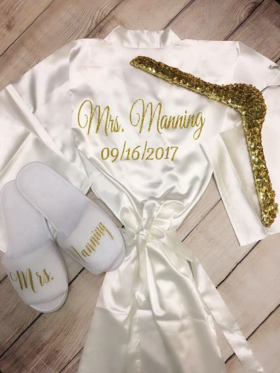 Personalized satin bridal rode, hanger and plush slippers gift set #weddinggifts #gettingready #gettingmarried #bride