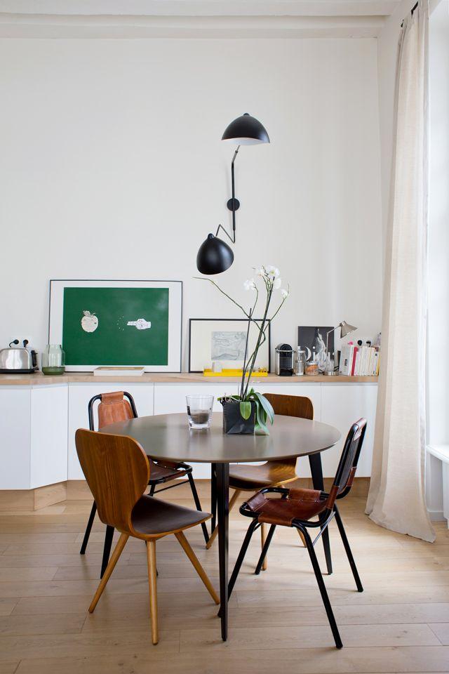 Une salle à manger dans le style parisien chic et minimaliste
