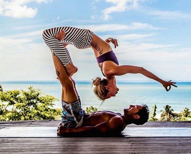 L'Acroyogaè una moderna evoluzione dello yoga combinandosi con alcune acrobazie da eseguire in coppia sfruttando la gravità ed il peso del corpo con lo scopo di favorire il rilassamento dei muscol...