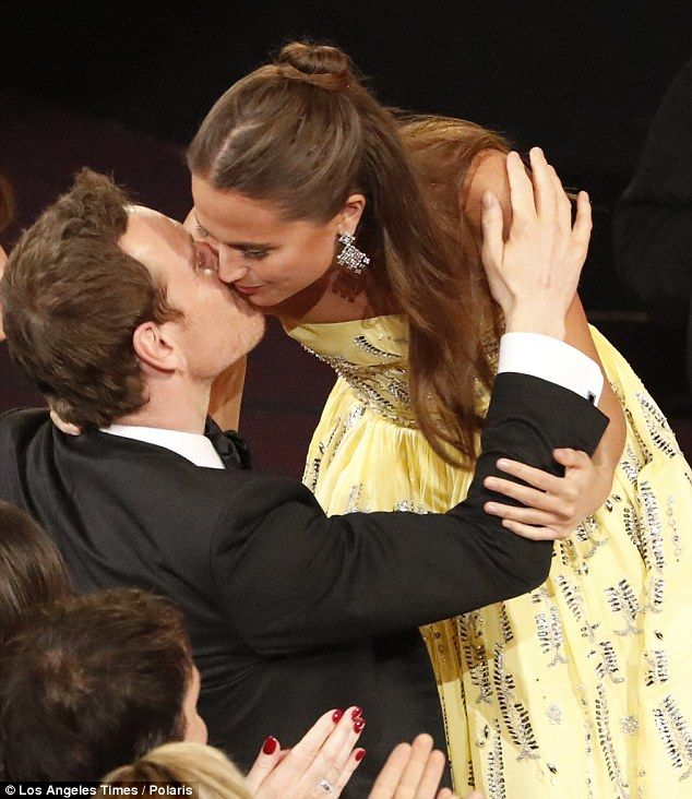 Alicia Vikander forgets to thank boyfriend Michael Fassbender after Oscar win | Daily Mail Online