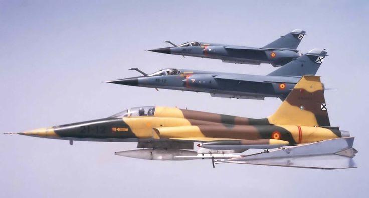 Northrop (CASA) F-5A Freedom Fighter, ALA 21 Porta dardo para prácticas de tiro. Le acompañan 2 Mirage F-1E, ALA 46, Ejercito del Aire, Reino de España