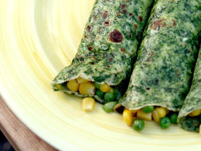 Spenatpannkakor med mozzarella, majs och gröna ärtor (kock Karin Andersson)