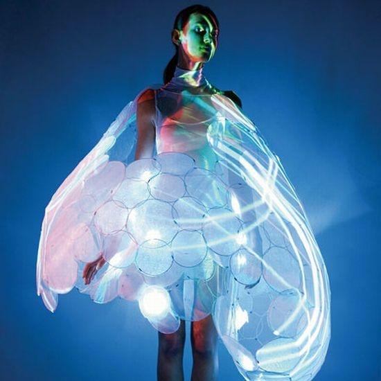 Google Image Result for http://www.instablogsimages.com/images/2009/12/02/philips-bubble-mood-sensing-dress_CEIk3_22974.jpg