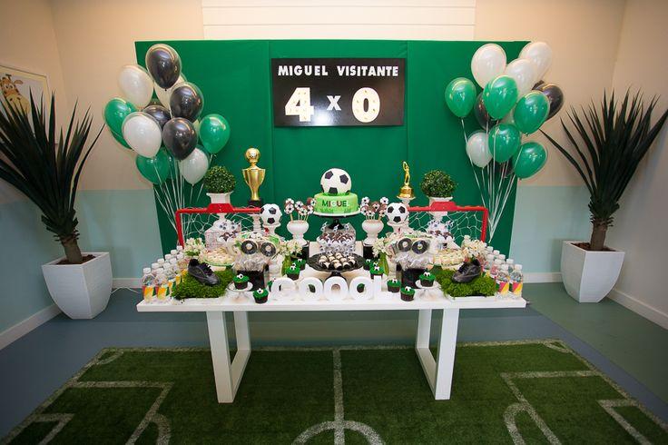 Todos os detalhes da festinha de 4 anos do Miguel, com tema futebol. Lista de fornecedores
