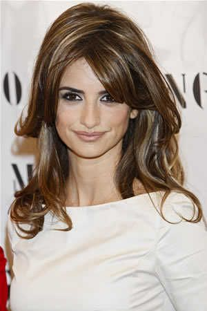 penelope-cruz-mango-in-madrid-brunette-hairstyle.jpg (300×450)