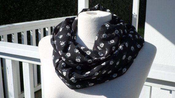 440b0cb3633 snood foulard étole écharpe  femme  lin eva  noir et blanc   fleurs collection femme cadeau de noel anniversaire