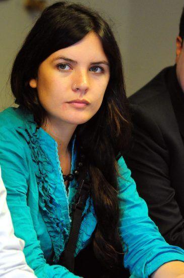 Camila Vallejo, 23 años, comunista y líder de los cinco meses de revuelta en Chile   artículo de 20minutos
