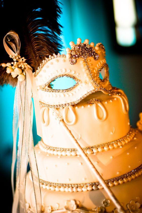 Casamento no Carnaval - bolo de máscara