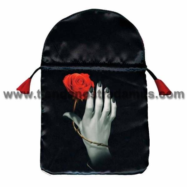 bolsa para guardar las cartas del tarot, la cual esta estampada con la foto de una mano, y una rosa