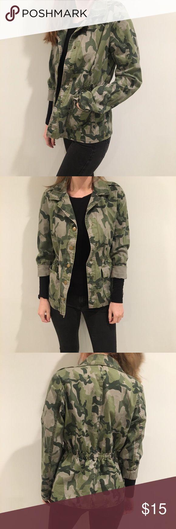 Army Camo Jacket size M, very lightweight Jackets & Coats