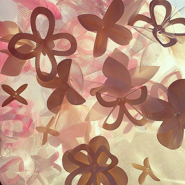 Napsütéses részletek.// Details on a sunny day. #edinaspaper #petermero #papercouture #detail #handmade #paperdesign #paperflowers #3dtextures #materialresearch #feelingglamorous #comingsoon
