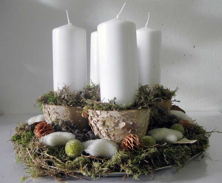Adventskranz auf einem moostablett mit birkenholz wreaths craft ideas pinterest advent - Pinterest adventskranz ...