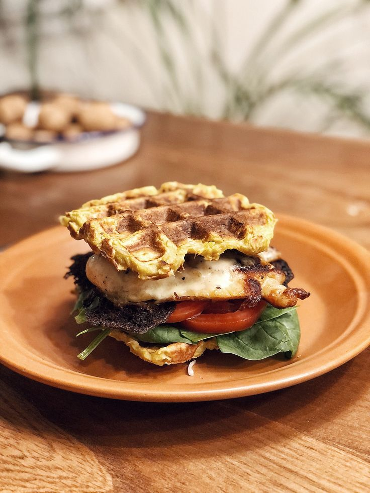 Sin harinas Sandwiches, Salmon Burgers, Waffles, Keto, Ethnic Recipes, Fitness, Food, Diets, Essen