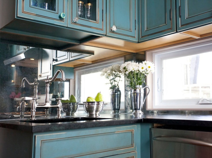 A Mirrored Backsplash Gives This Small But Eclectic Space The Illusion Of Grandeur Kitchen Cousins