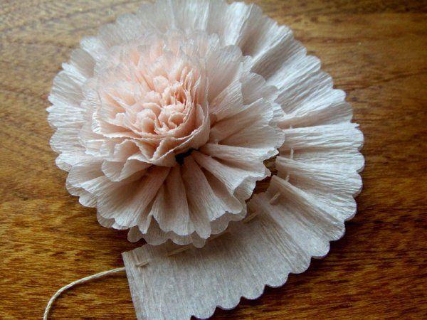 Les 25 meilleures id es de la cat gorie papier cr pon que vous aimerez sur pinterest fleurs en - Activite avec papier crepon ...
