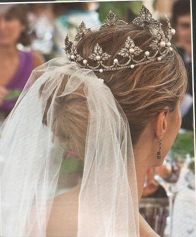 Laura Vecino wore this tiara when she married the Duke of Feria.  It was loaned to the bride by the Duchess of Medinaceli, the groom's grandmother.