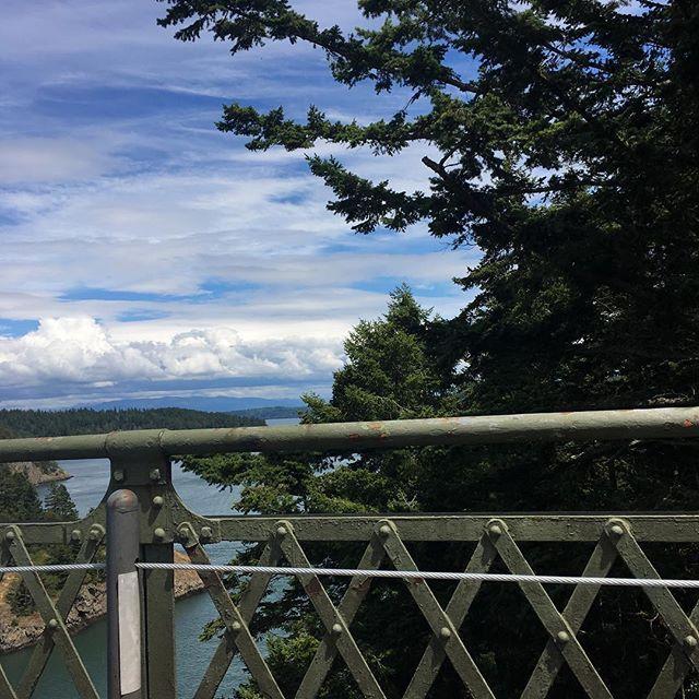 【rosejamlushie】さんのInstagramをピンしています。 《#onlyinpnw #seaandforrest #spoiledcamping #hiking  #deceptionpass #statepark #deceptionpassstatepark #deceptionpassbridge #sunset #camping #summer #trees #sunsetoverwater #bluesky #pnw  #ディセプションパス州立公園 #ハイキング #橋 #キャンプ #夏 #2016 #ワシントン州 #青空 #森林浴 #森林 #太陽 #太平洋岸北西部》